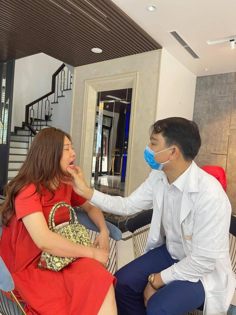 Bạn nên thăm khám răng sứ định kỳ
