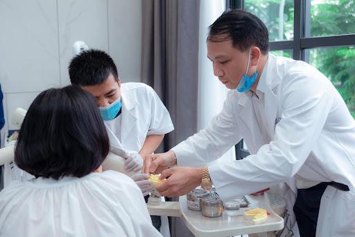 Thông thường, trước khi lấy tủy, các bác sĩ nha khoa sẽ gây tê cục bộ