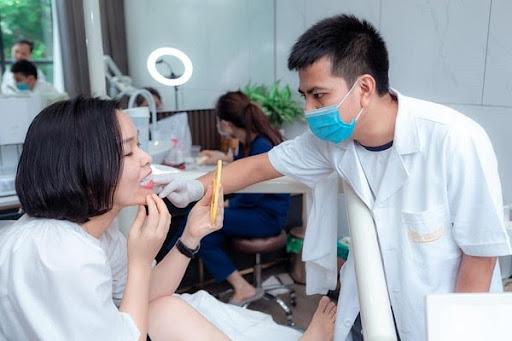 Răng sứ titan là gì? Có tốt không?